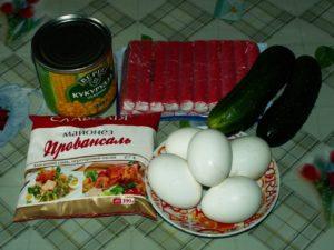 Салат из яиц, кукурузы и огурцов