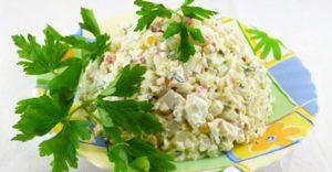 Рецепт крабового салата с кукурузой и огурцом