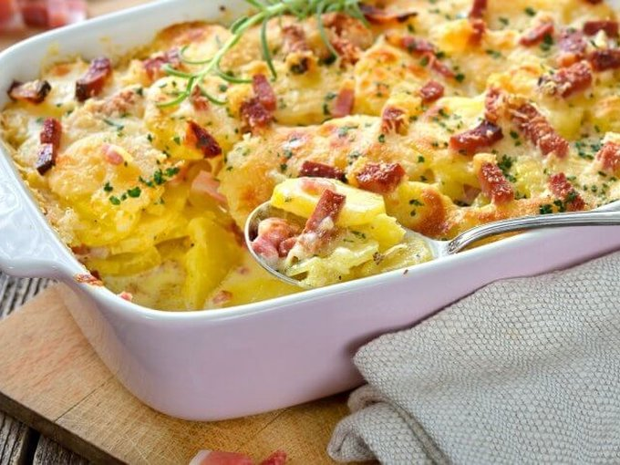 Картофельная запеканка с сосисками и сыром в духовке
