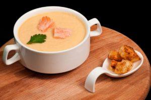 Крем-суп с лососем и сливками