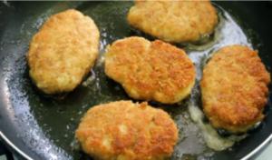 Как приготовить куриные котлеты на сковороде