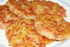 Картофельные драники с сыром и колбасой: аппетитный и сытный рецепт
