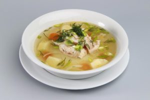 Наваристый суп из головы и хвоста осетра – королевский рецепт