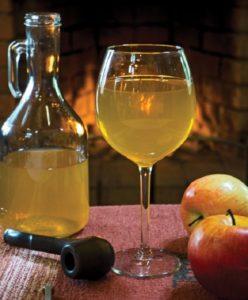 Домашнее яблочное вино с фруктовым ароматом и насыщенным вкусом