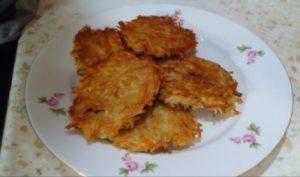 Картофельные драники с капустой – пальчики оближешь