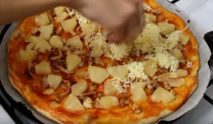 Гавайская пицца с курицей и ананасами – экзотическое удовольствие