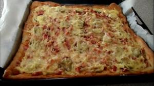 Домашняя пицца с колбасой и сыром на тонком тесте – пальчики оближешь
