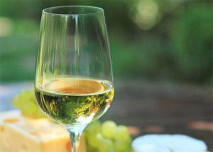 Оригинальное вино из виноградных листьев в домашних условиях