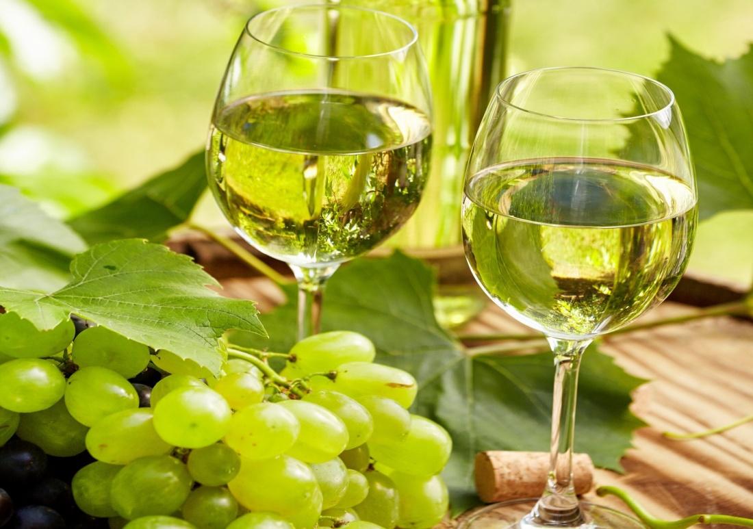 Как правильно приготовить вино из белого винограда