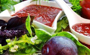 Ткемали из чернослива: рецепт пикантной заготовки