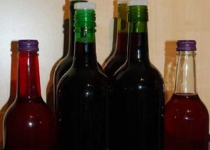 Вино из забродившего варенья в домашних условиях: быстрый рецепт