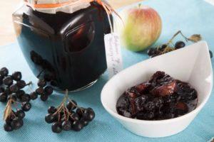 Яблочное варенье с черноплодной рябиной: простой рецепт