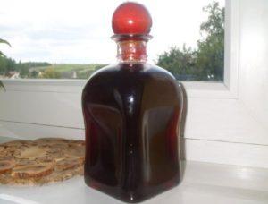 Рубиновая наливка из черноплодки с нежным ароматом