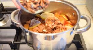 Ароматное варенье из айвы с орехами и лимоном