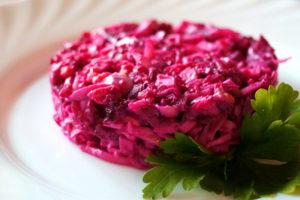 Салат Розовый фламинго с крабовыми палочками: классический рецепт