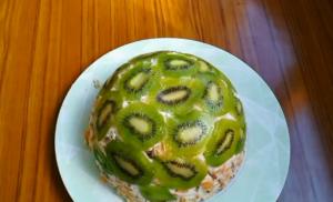 Торт с рыбками и бананами без выпечки