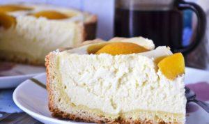 Творожный пирог с консервированными персиками в духовке