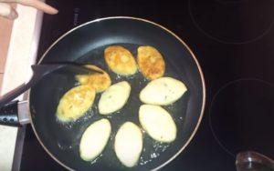 Как приготовить картофельные зразы с грибами и луком на сковороде