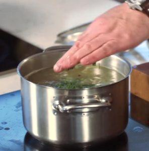 Рассольник с почками, перловкой и солеными огурцами: классический рецепт с фото
