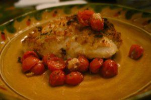 Курочка, запеченная в духовке, с помидорами черри и семенами кунжута