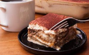 Сладкоежки оценят: как приготовить нежный десерт тирамису без выпечки