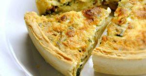 Любители домашней выпечки оценят: рецепт пирога с сыром, ветчиной и брокколи