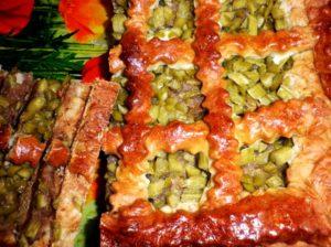 Вкусный пирог с ревенем из дрожжевого теста