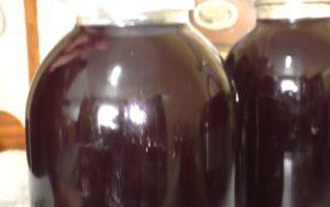 Домашнее вино из черной смородины: простой пошаговый рецепт